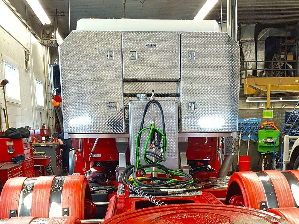 Headache Rack with Cabinets and 70 GAL Hydraulic Tank