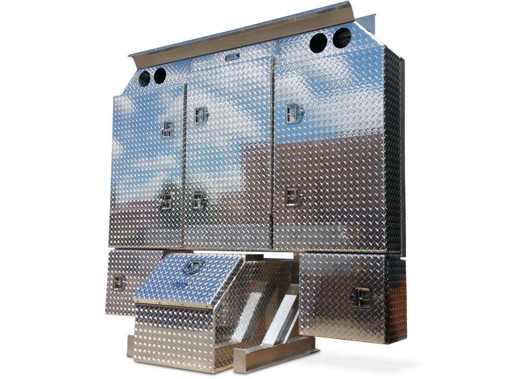 big-enclosed-headache-rack-checkerplate