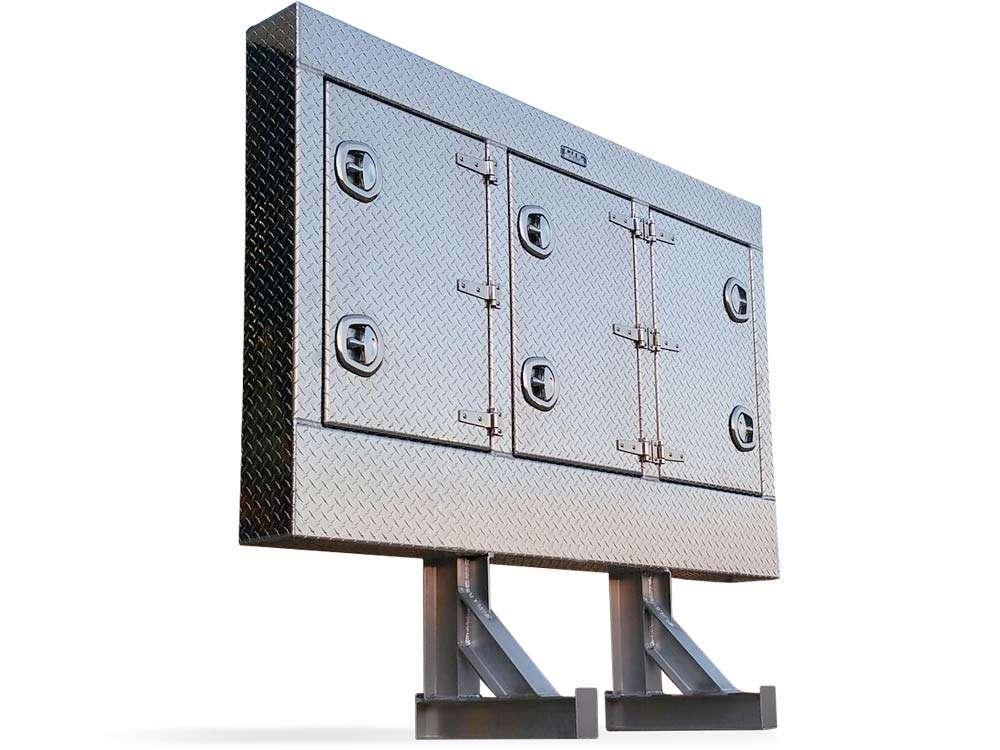 enclosed-headache-rack-checkerplate