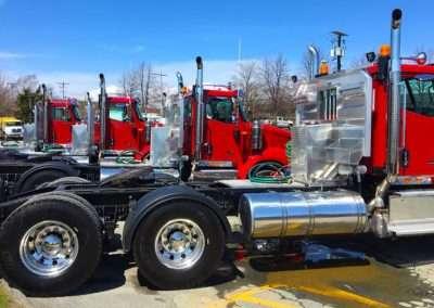 Hydraulic tank headache rack combos on truck fleet