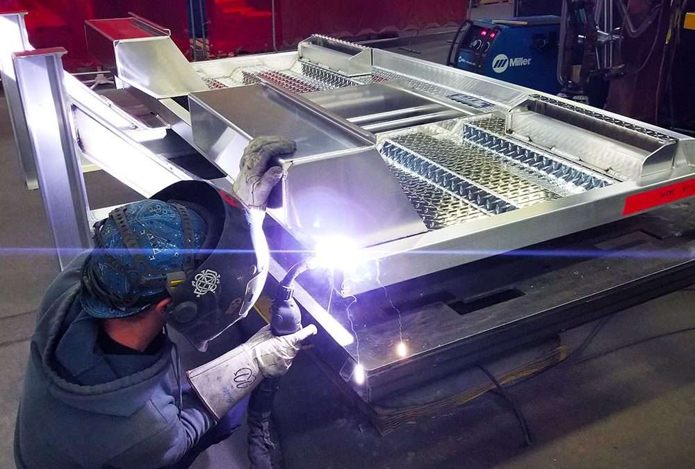 WELDERS WANTED – Fridays off, With Benefits